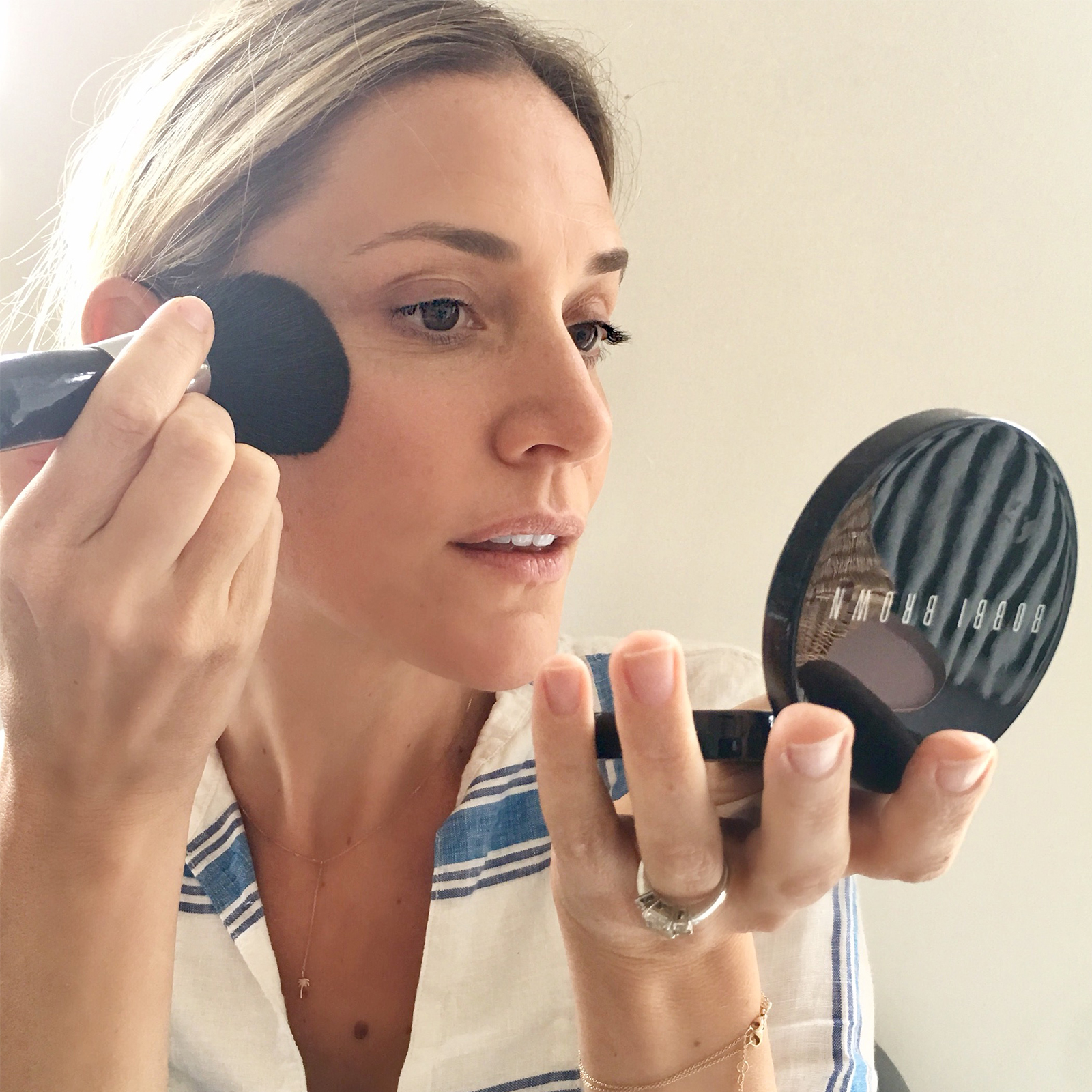 Image of Laura using Bobbi Brown bronzer
